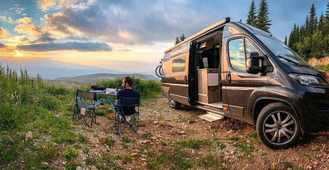 El sector del camping se rebela contra las autocaravanas